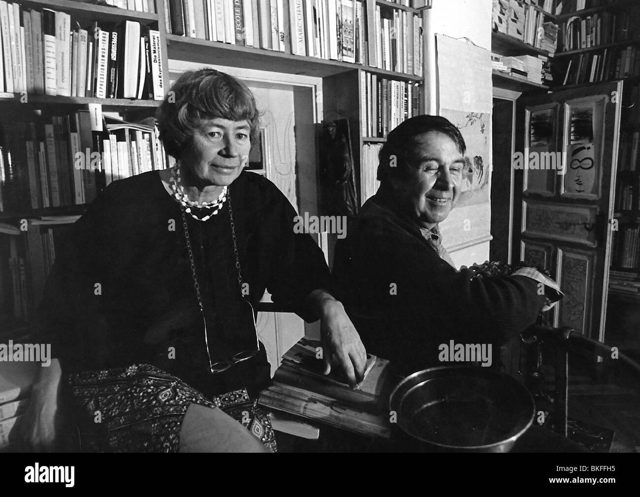 Buchheim Lothar Guenther 6 2 1918 22 2 2007 Deutscher Autor Schriftsteller Maler Halbe Lange Mit Seiner Frau 1970er Jahre Stockfotografie Alamy