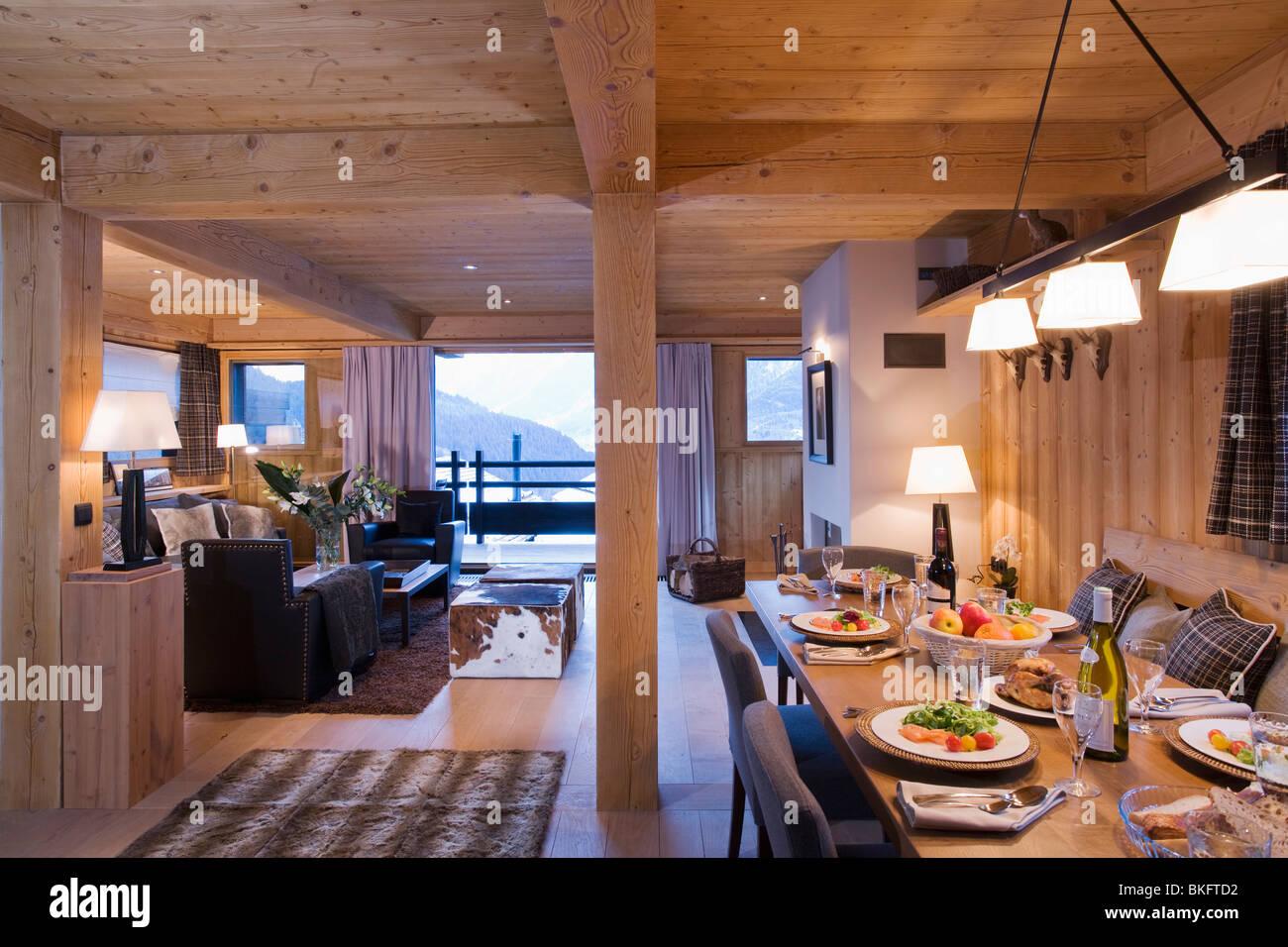 Alpine Chalet Interior Stockfotos & Alpine Chalet Interior Bilder ...