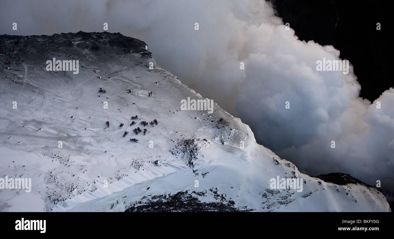 Dampf und Lava Vulkan Vulkanausbruch in Island am Fimmvörðuháls, einem Bergrücken zwischen Gletscher Stockbild