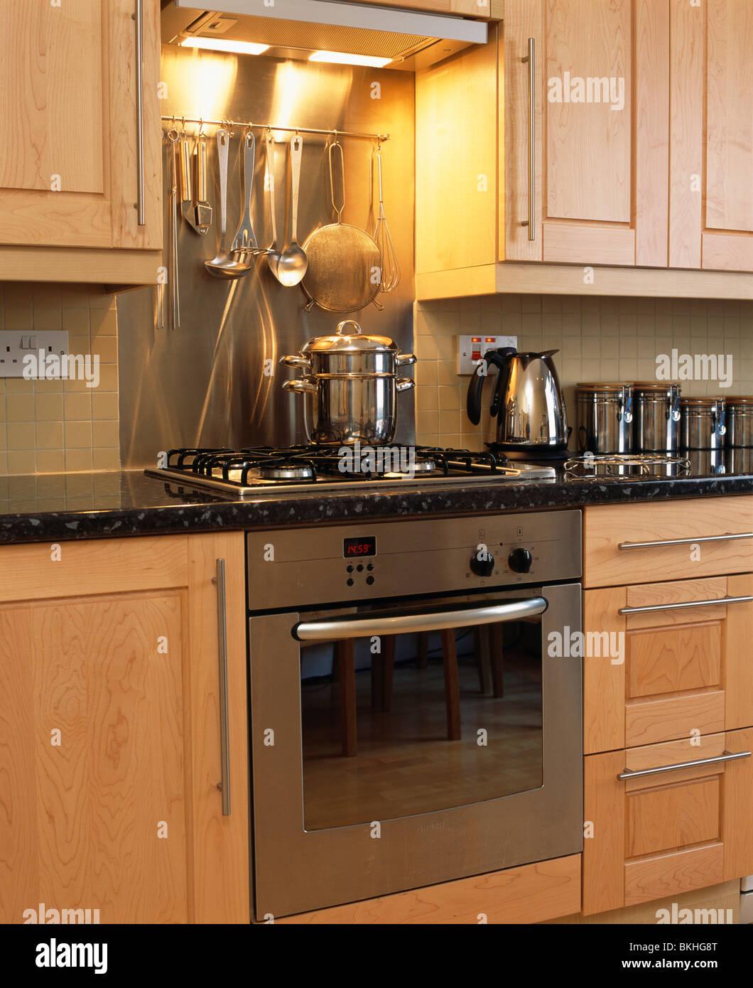 Ovens Modern Kitchen Stockfotos & Ovens Modern Kitchen Bilder ...