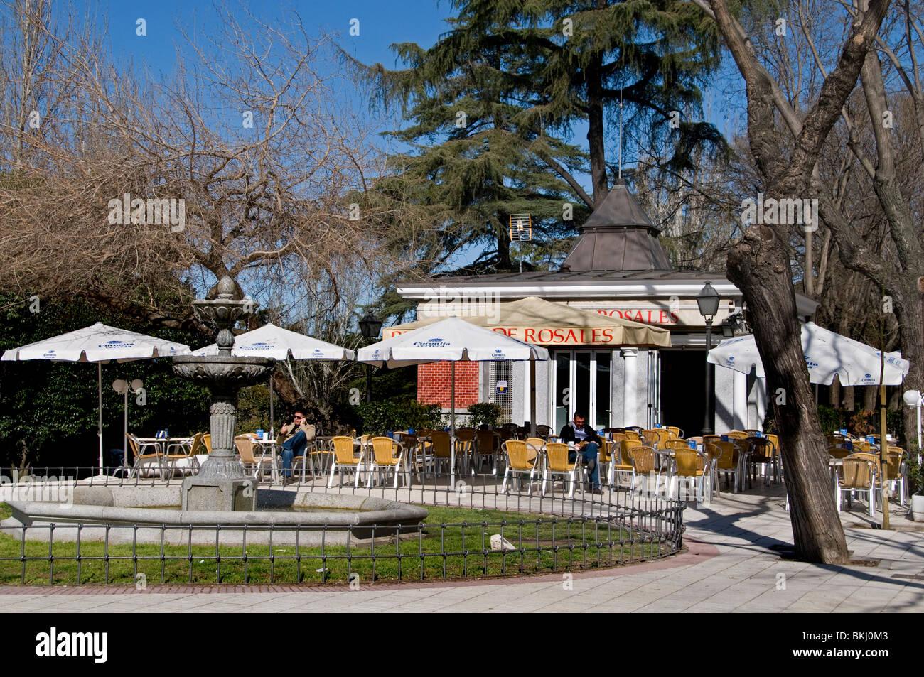 Im Außenbereich Bar Cafe Pub am Passeo del Printor Rosales Stockbild