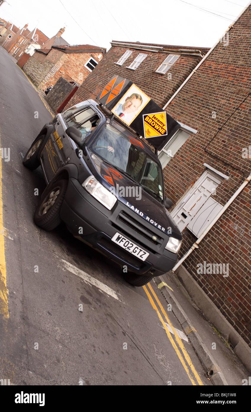 Abstimmung Liberal Democrat Lib Dem Kampagnenvehikel in den Straßen von Taunton Somerset April 2010 Stockbild