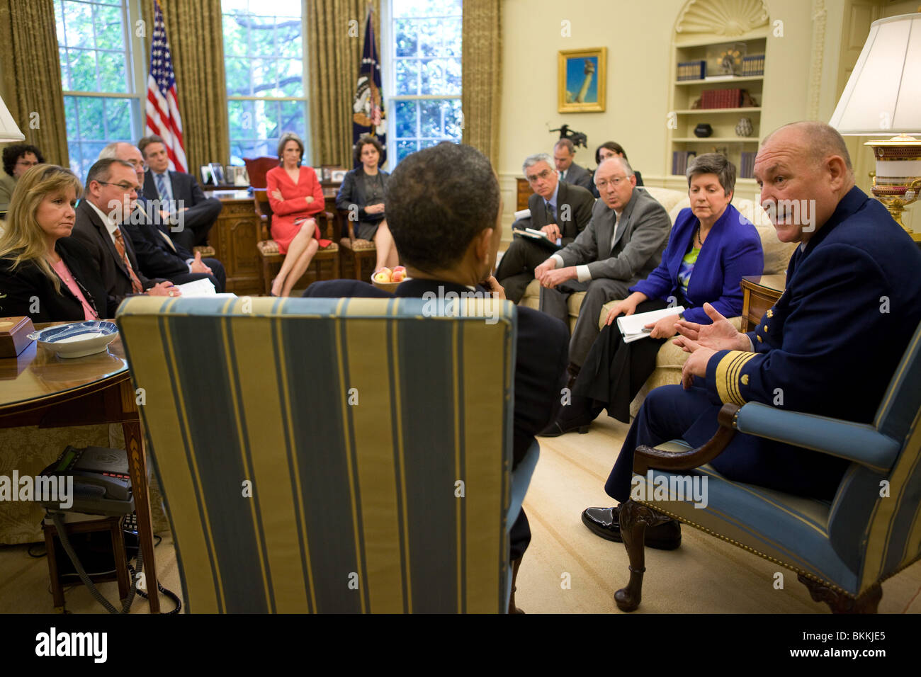 Obama trifft sich mit Admiral Thad W. Allen, Kommandant der United States Coast Guard und andere Regierungsbeamte Stockfoto