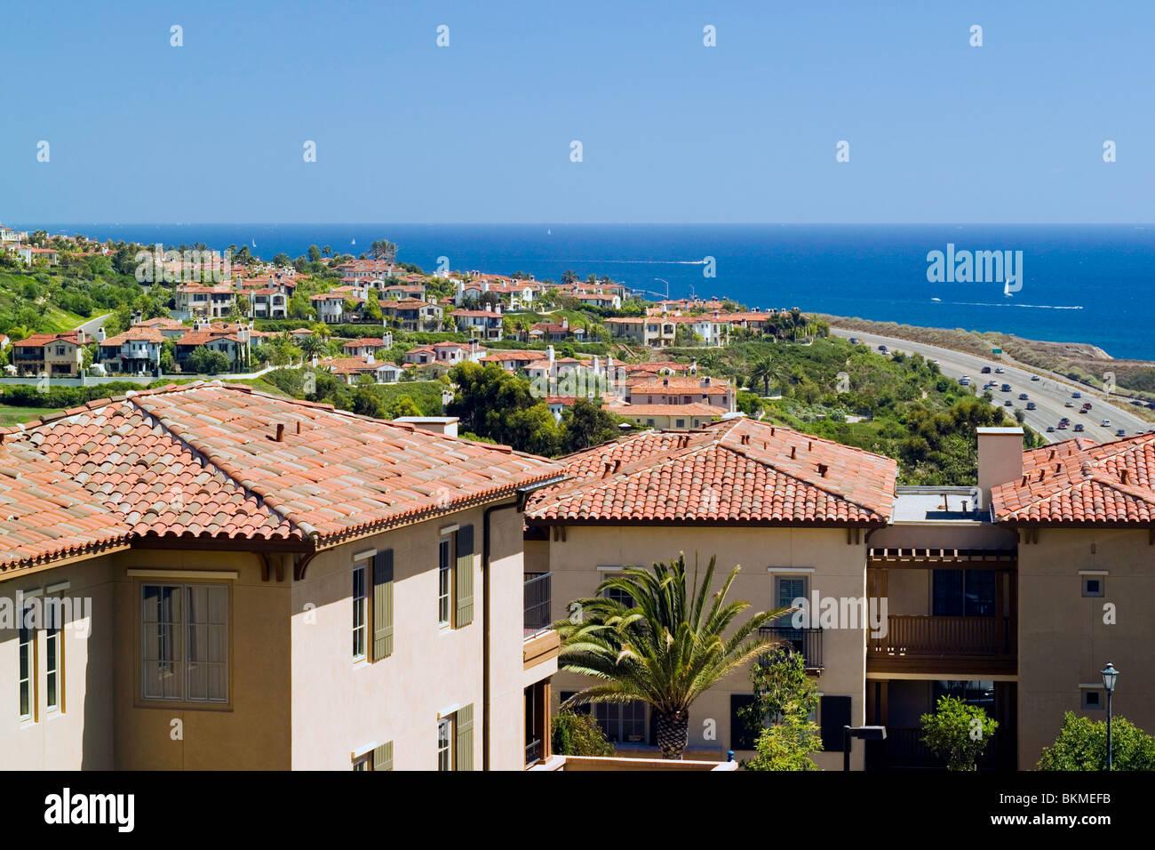 Newport Coast Mediterrane Hauser Mit Roten Ziegeldachern Ubersehen