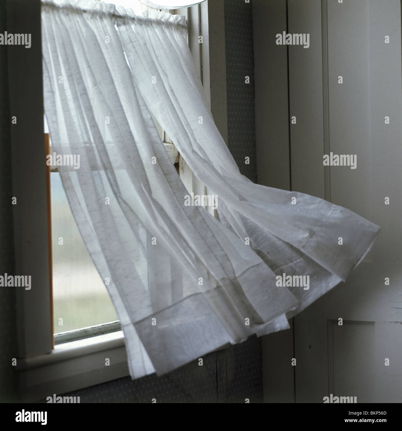 Curtain Blowing Stockfotos & Curtain Blowing Bilder   Alamy