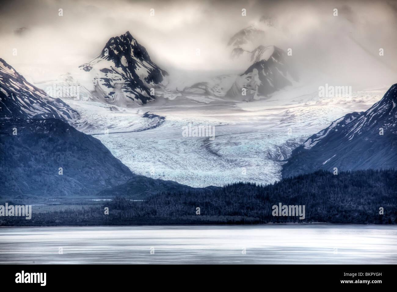 Blick auf Grewingk Gletscher fließen in die Kachemak Bay, in der Nähe von Homer, Halbinsel Kenai, Alaska, Stockbild