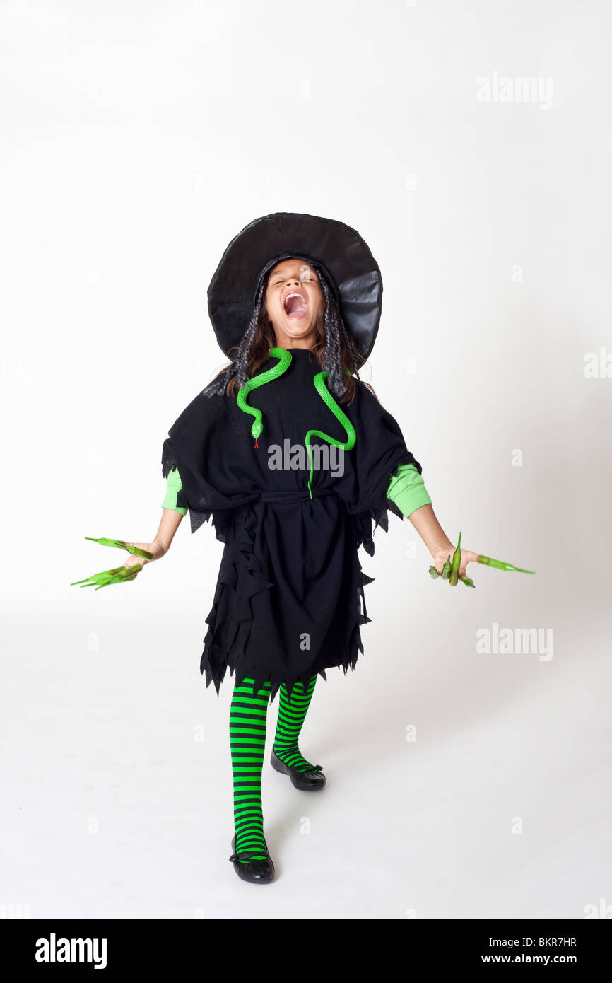 Mädchen, gekleidet im Kostüm für Halloween Stockbild