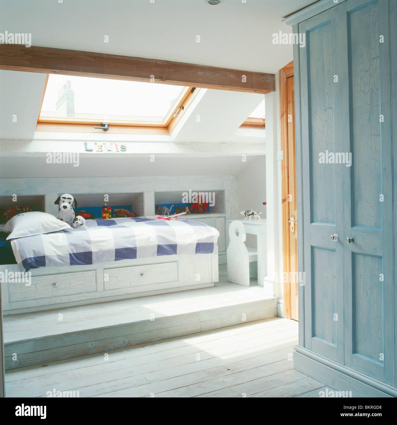 bedroom with velux windows stockfotos bedroom with velux windows bilder alamy. Black Bedroom Furniture Sets. Home Design Ideas