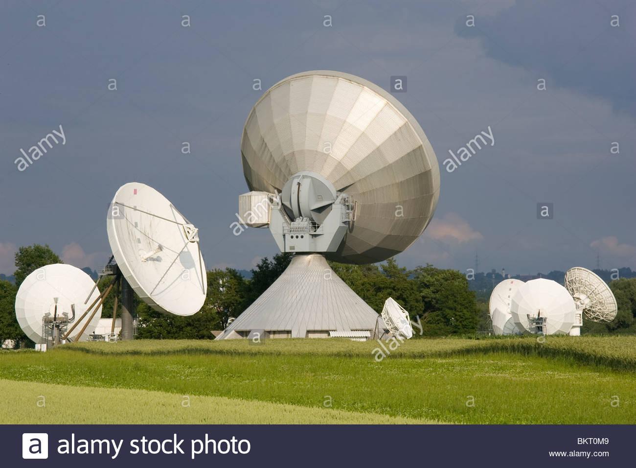 Sat-Antennen in Raisting, Bayern, Deutschland Stockbild