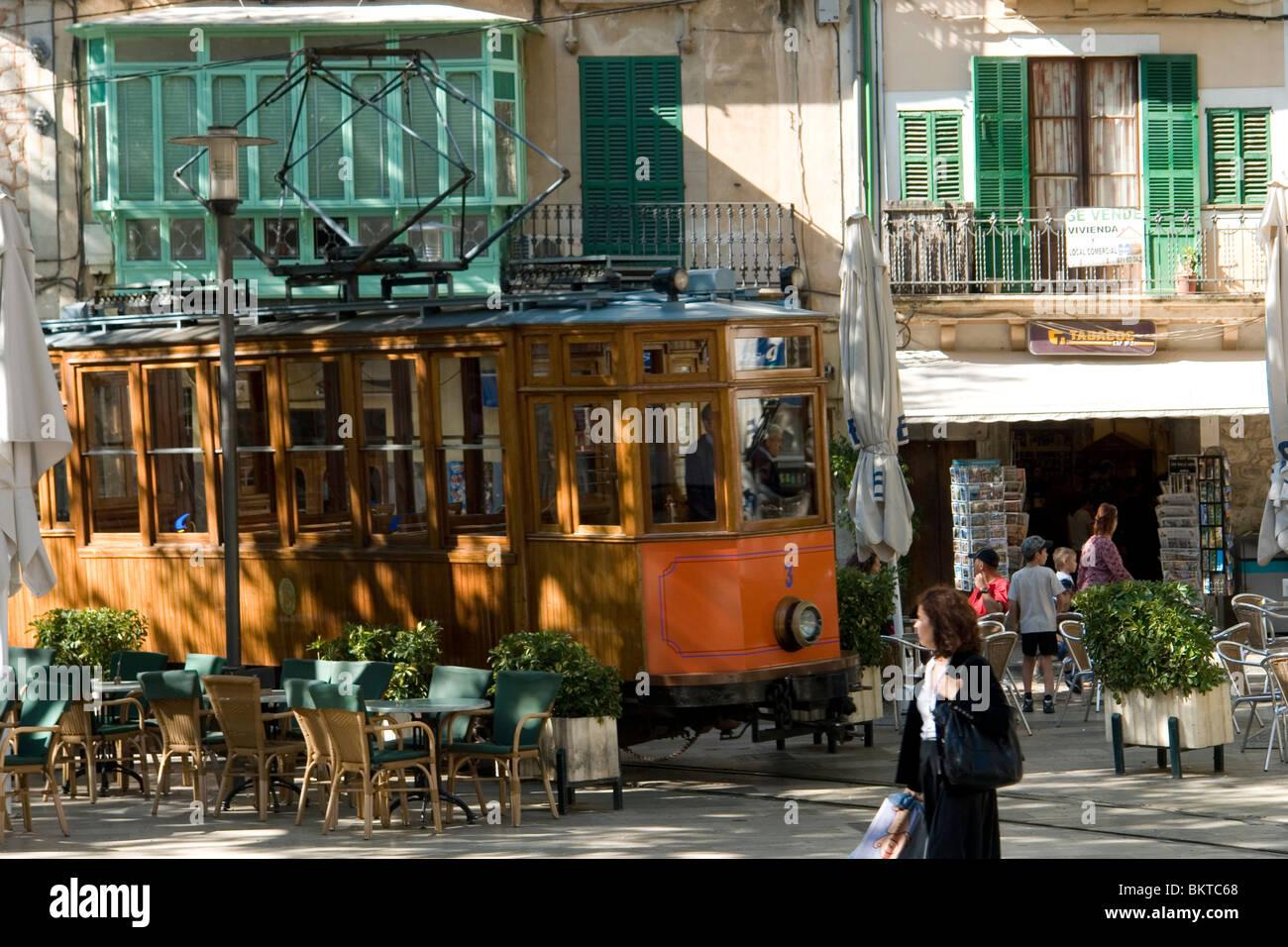 Die alten bunten Straßenbahn von Soller (Mallorca - Spanien). Le Vieil et Pittoresque Tramway de Soller (Mallorca Stockbild