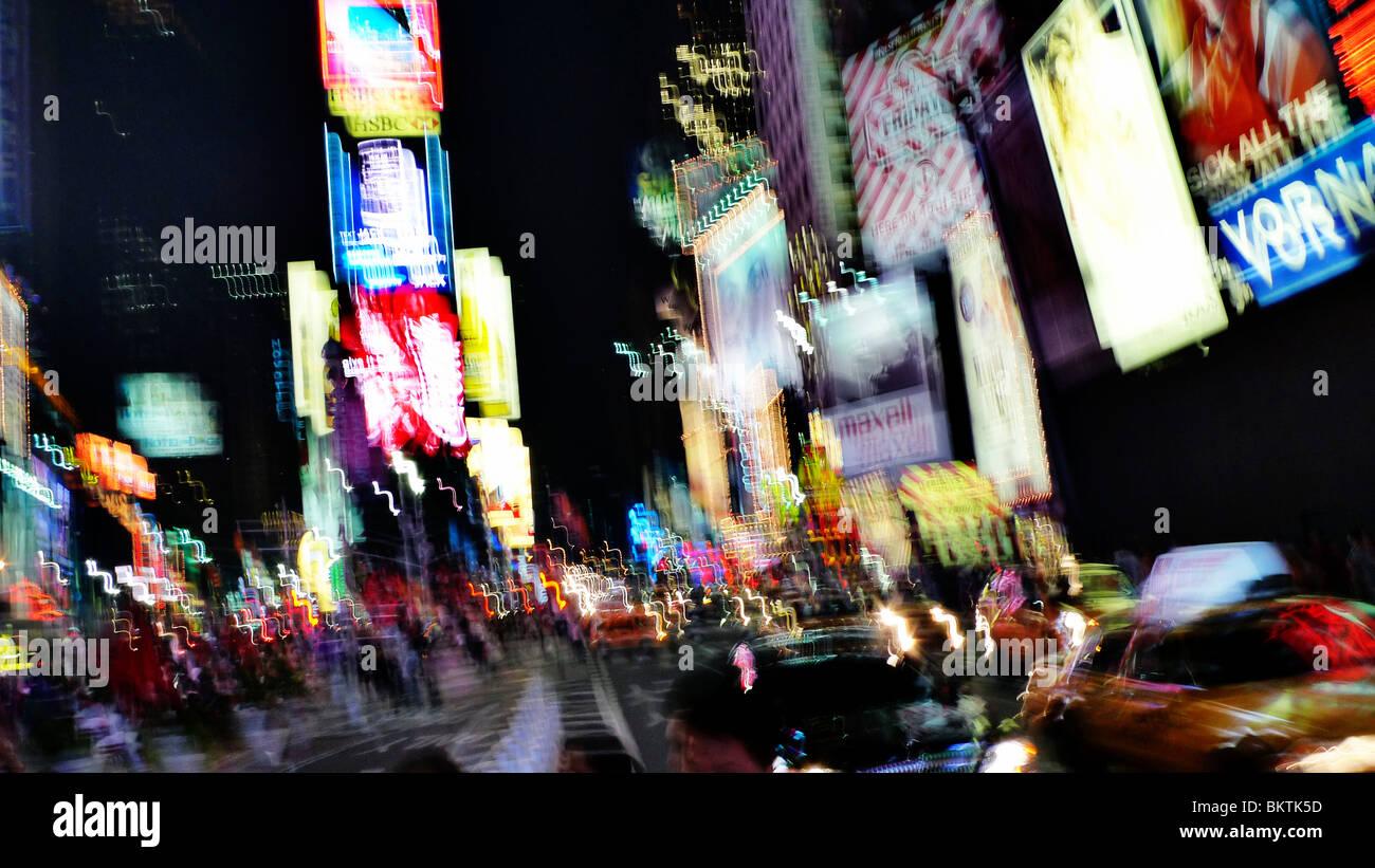 Verwischen die Lichter der Innenstadt von Times Square, New York City, USA. Stockbild