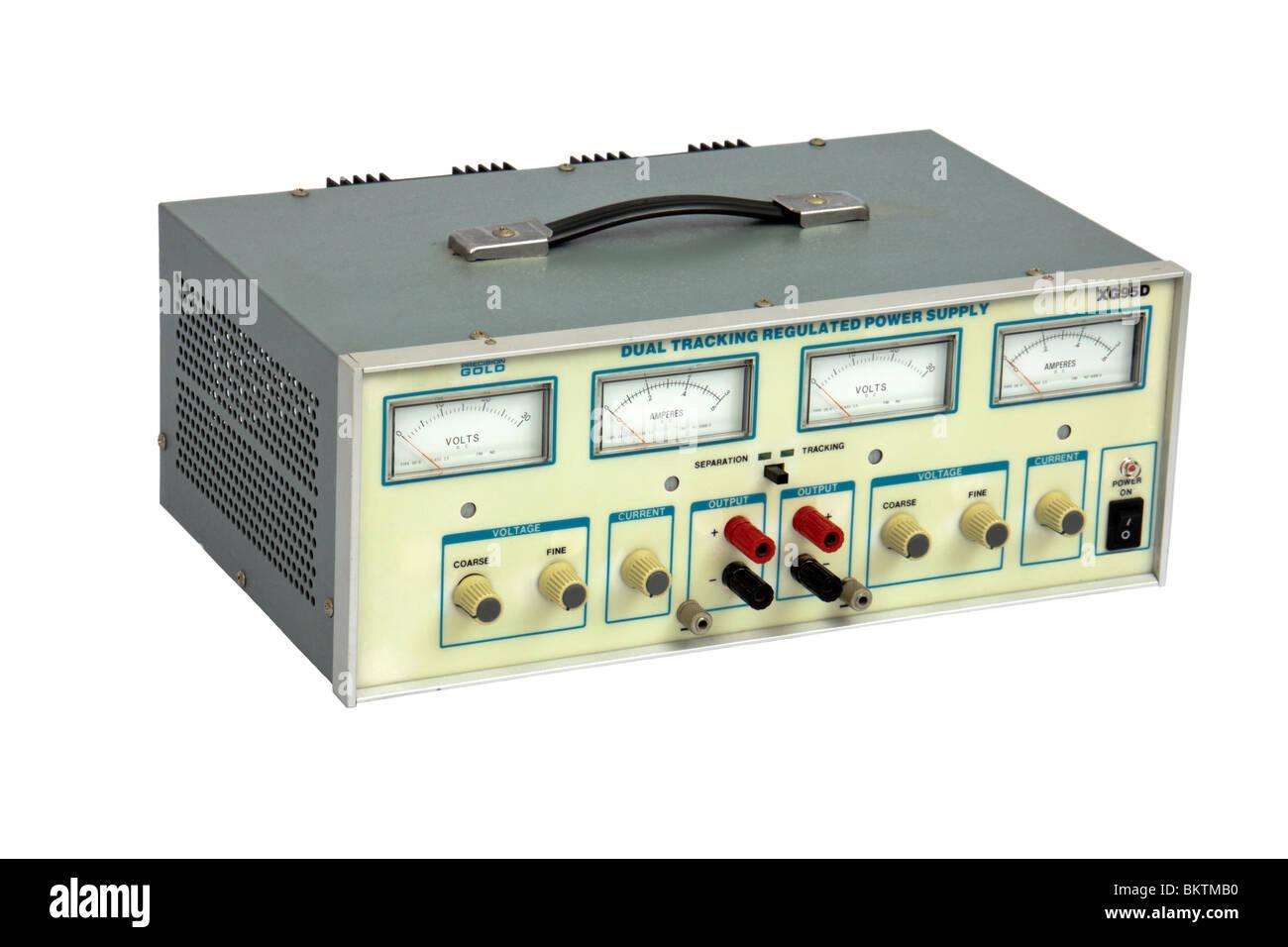 Maplin Präzision Gold XG95D Dual Tracking geregelten Netzteil, isoliert auf weißem Hintergrund Stockbild