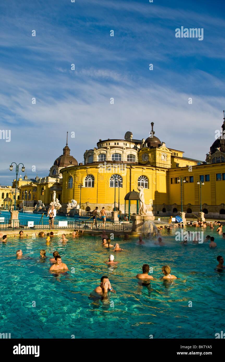 Das Outdoor-Bad der Szechenyi, Budapest, Ungarn Stockbild