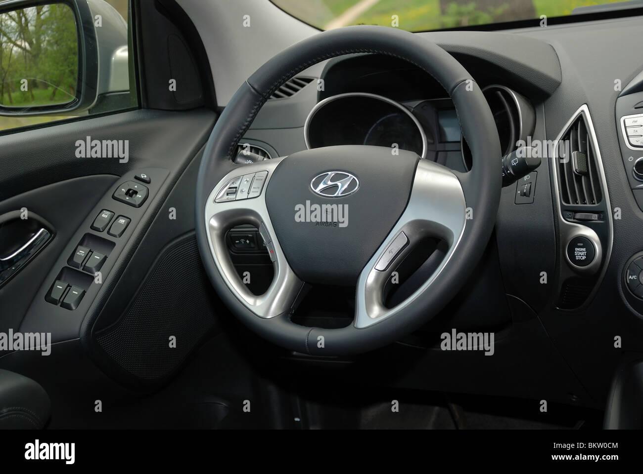 Hyundai ix35 2.0 CRDi 4 x 4 - 2010 - koreanische kompakte SUV ...