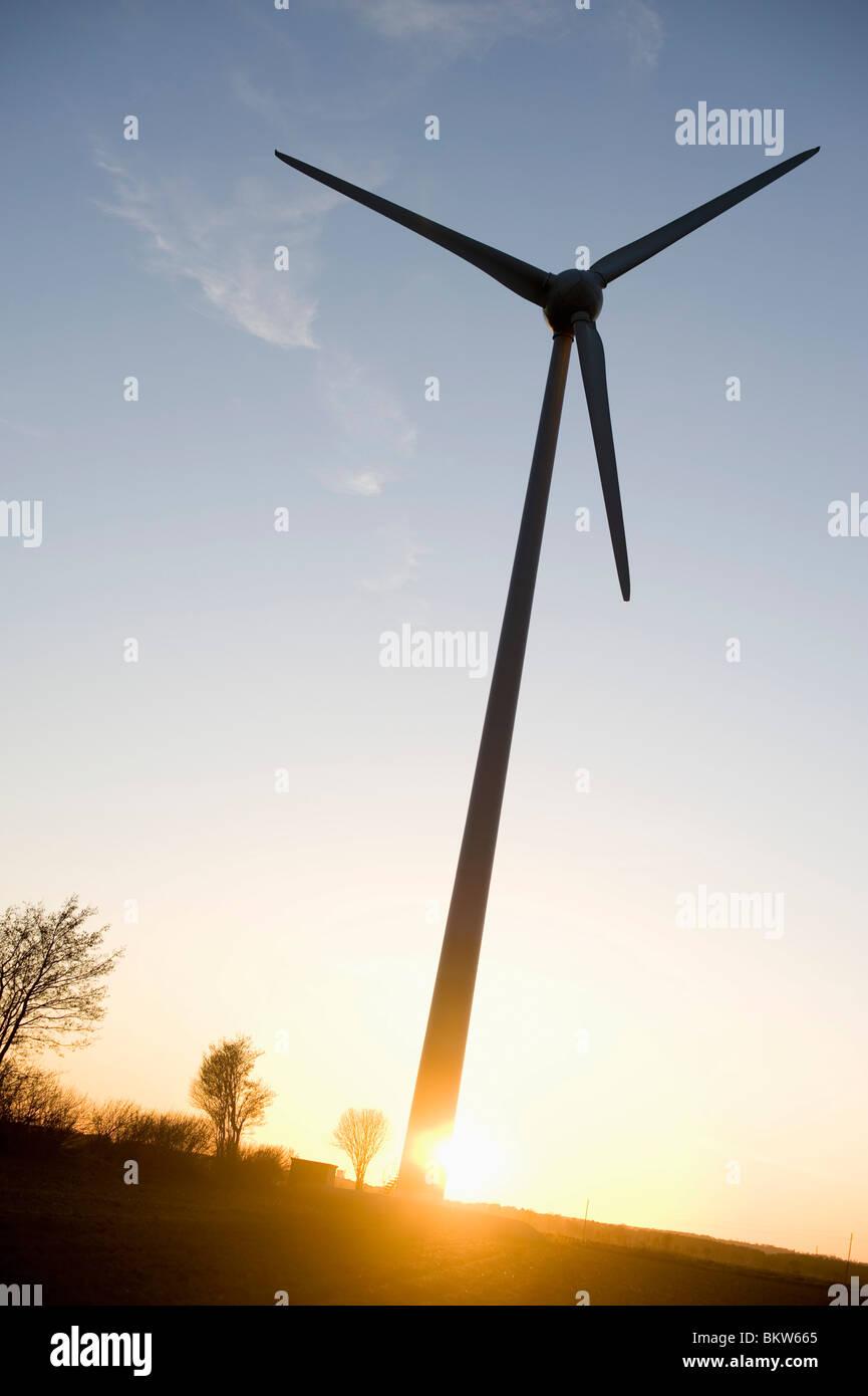 Einsame Windkraftwerk Stockbild