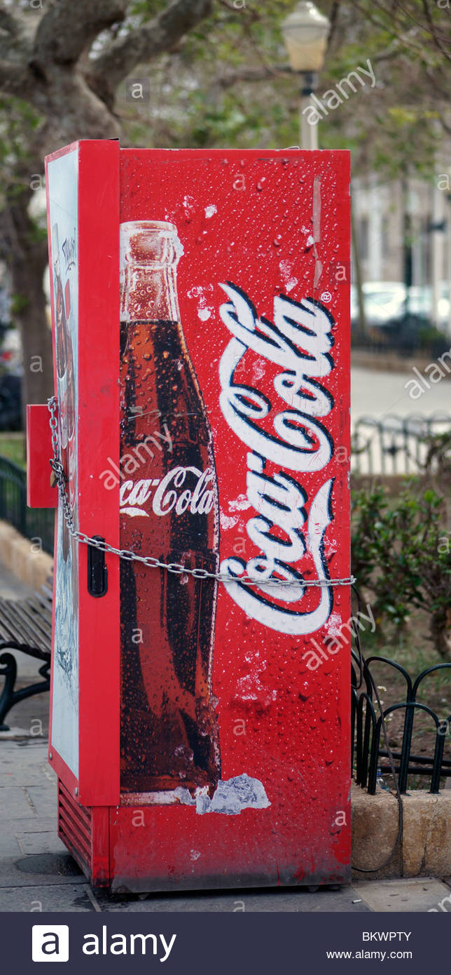 soft drink vending machine stockfotos soft drink vending machine bilder alamy. Black Bedroom Furniture Sets. Home Design Ideas