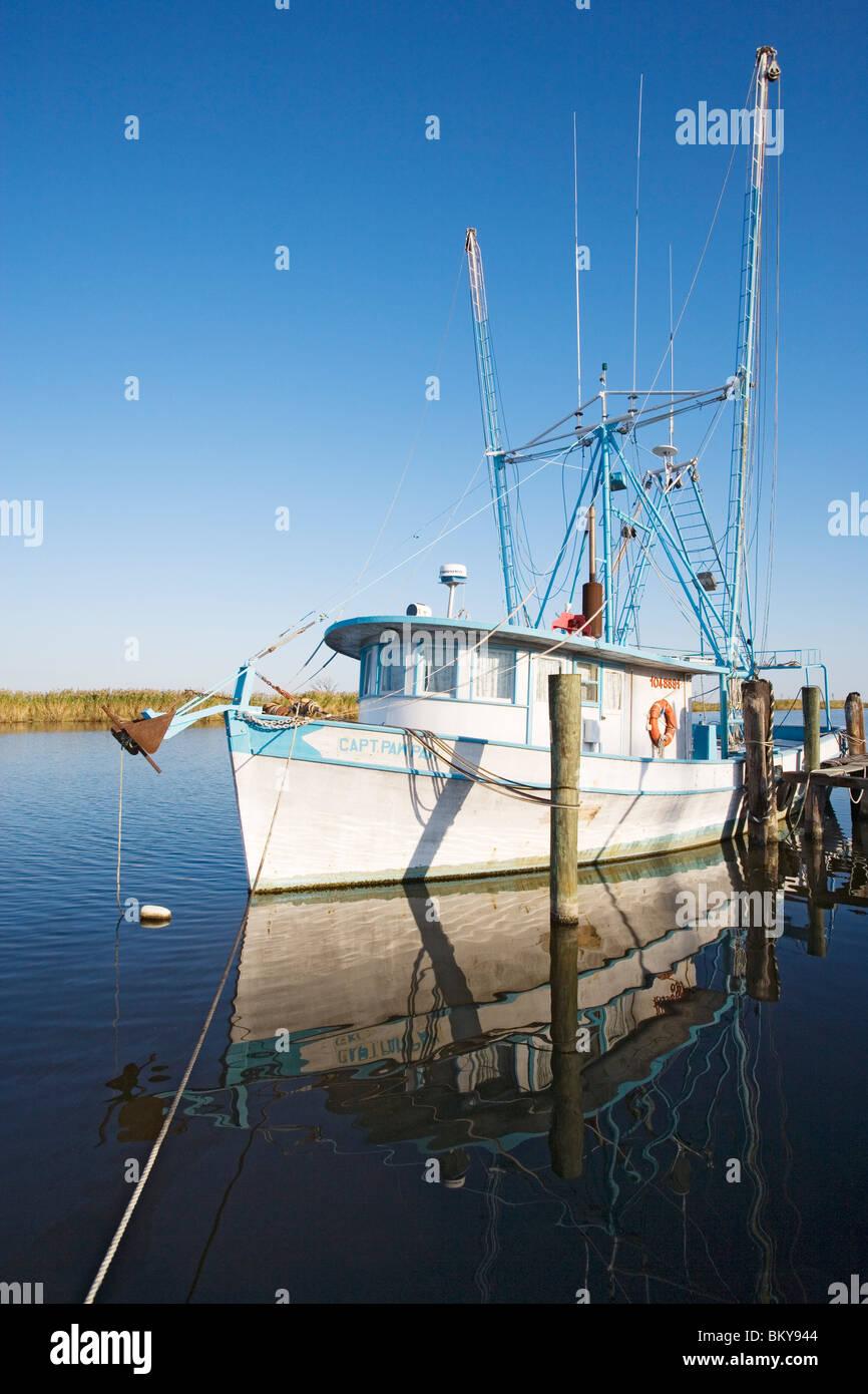Angelboot/Fischerboot auf einem Zweig des Mississippi River südlich von New Orleans, Louisiana, USA Stockbild