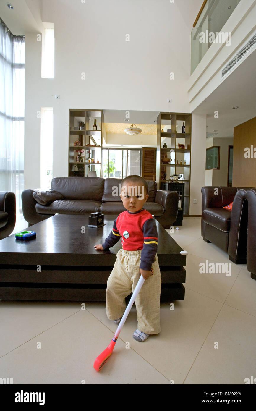 moderne Villa, wohnen, junge im lebenden Raum, Luxus-Wohnung, westlichen Shanghai, Interieur, privates Haus, Interieur Stockbild