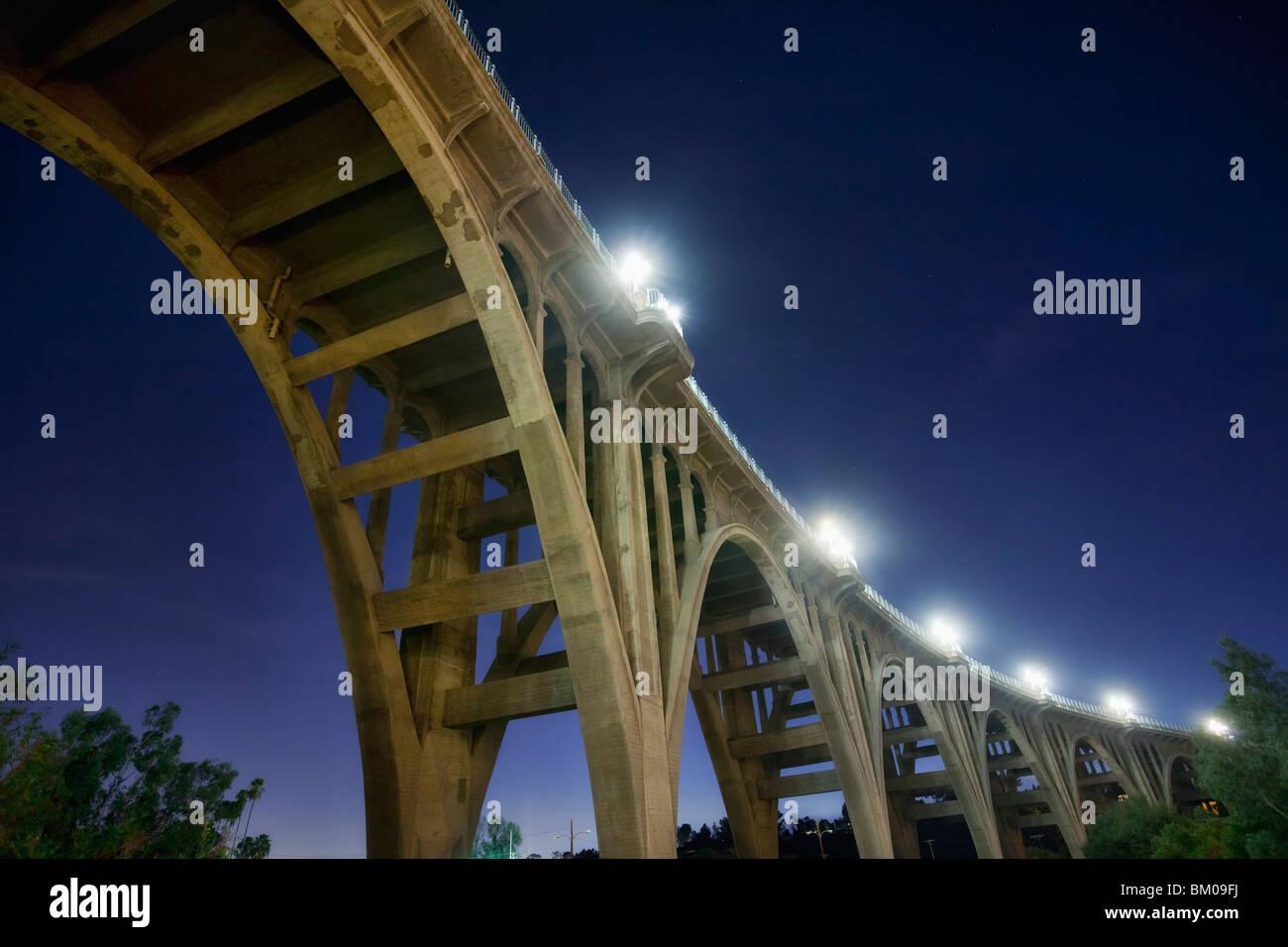 Unterhalb der Colorado Street Bridge auch bekannt als Selbstmord zu überbrücken, in Pasadena, Kalifornien Stockbild