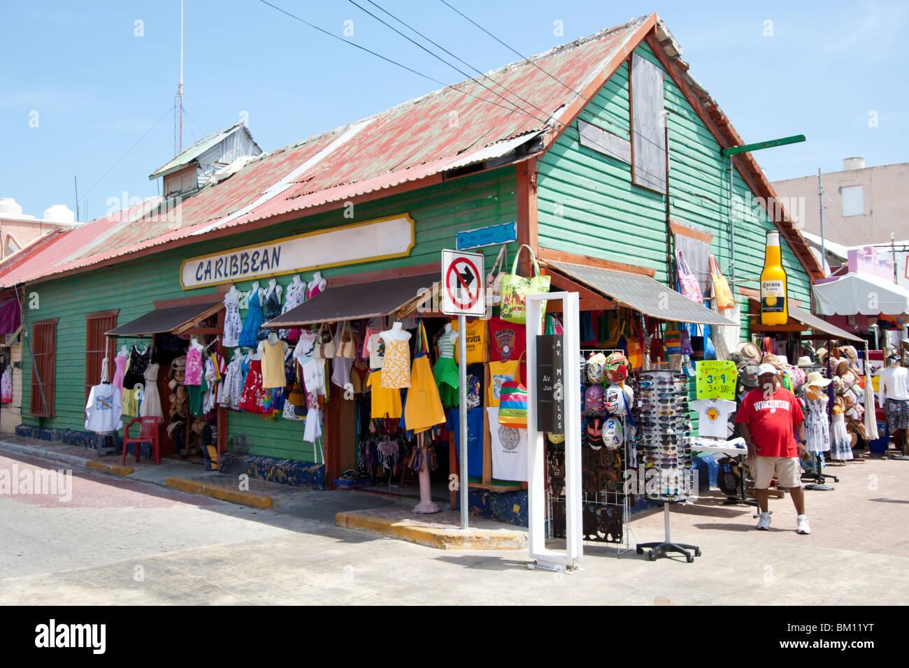 ein tourist laden in der stadt auf der insel isla mujeres in der n he von cancun mexiko. Black Bedroom Furniture Sets. Home Design Ideas