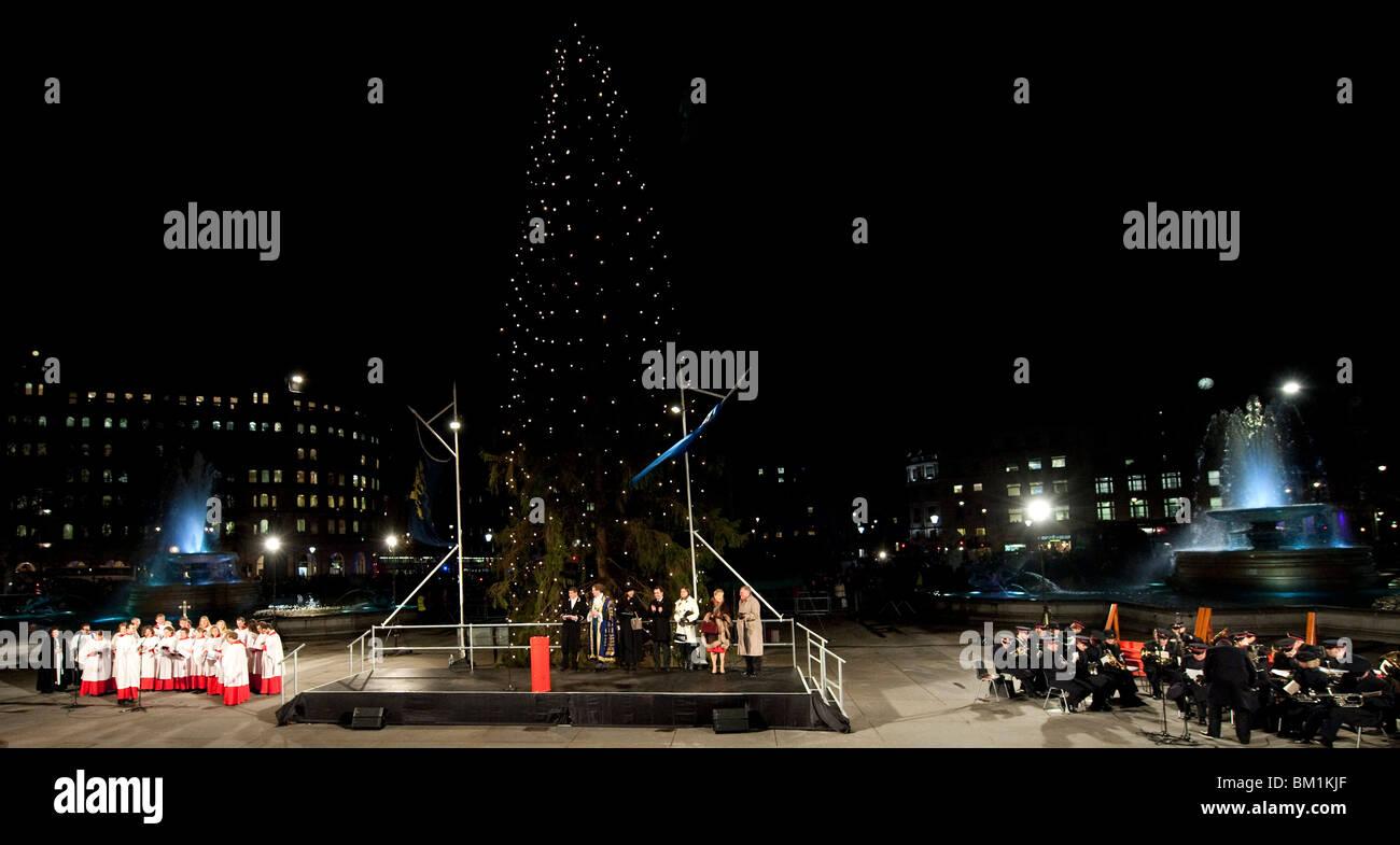 Chor Weihnachtslieder Singen Stockfotos & Chor Weihnachtslieder ...