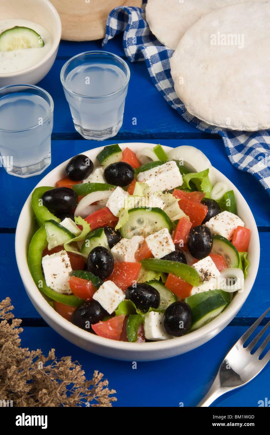 Griechischer Salat mit Feta und Oliven, griechische Küche ...