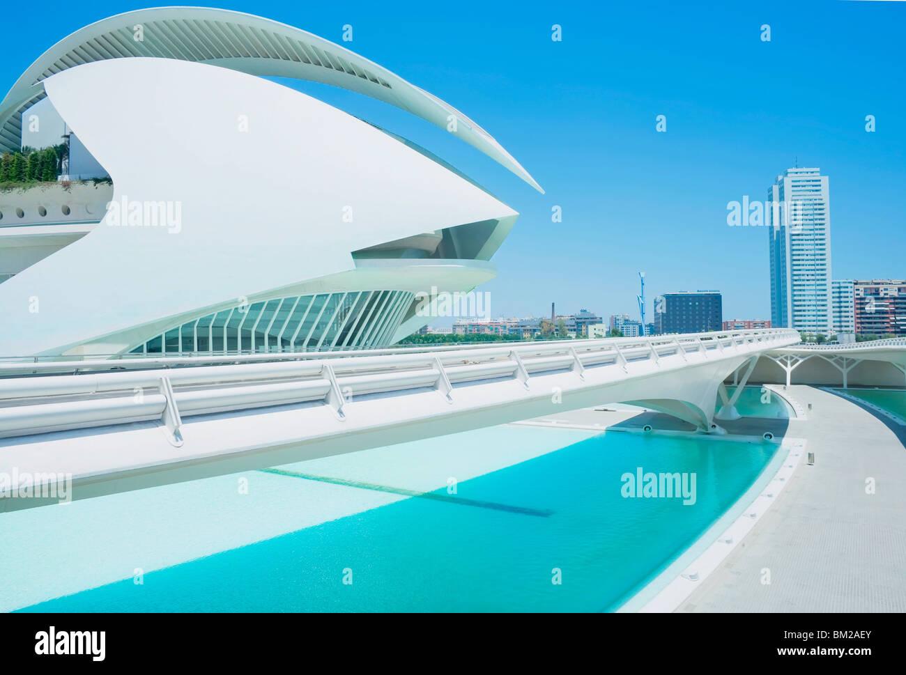 Palau de Les Arts und Brücke, Stadt der Künste und Wissenschaften, Valencia, Comunidad Autonoma de Valencia, Stockbild