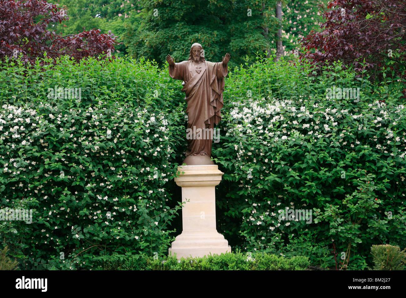 Skulptur im Garten Paris Auslandsmissionen HQ, Paris, Frankreich Stockbild