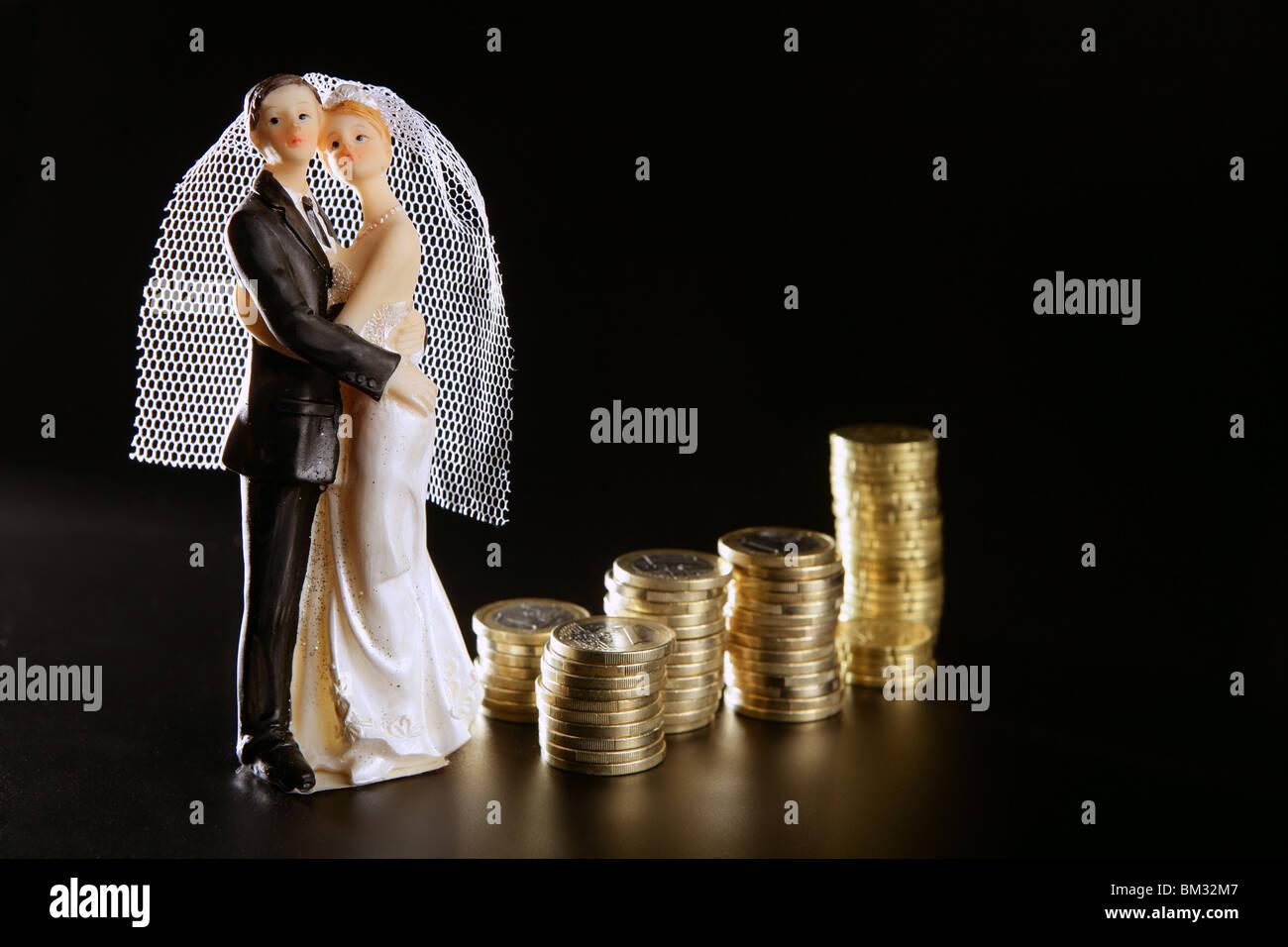 Liebe Und Geld Metapher Hochzeit Figur Und Goldenen Münzen