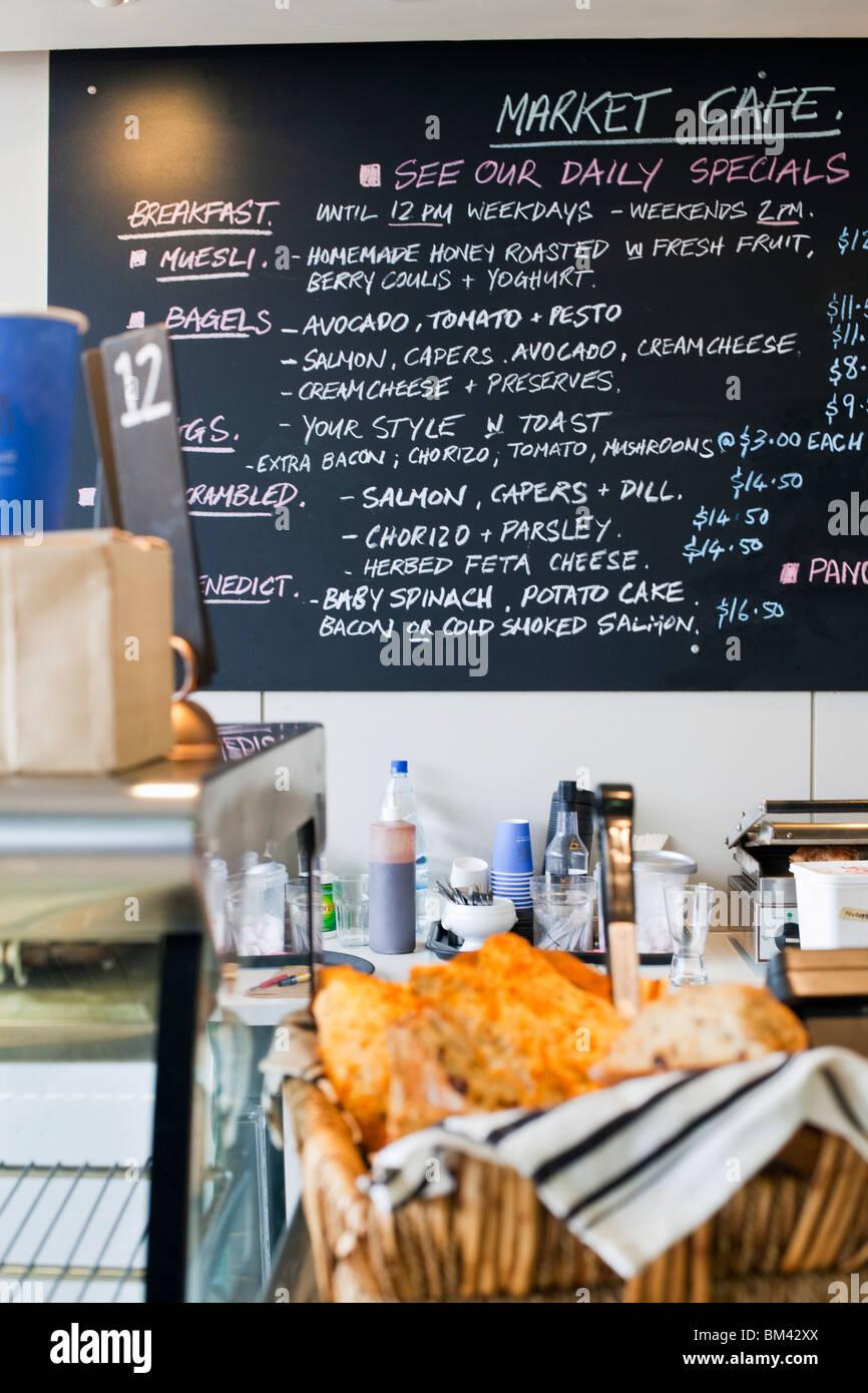 Markt-Cafe auf dem Fischmarkt von Auckland. Auckland, Nordinsel, Neuseeland Stockbild