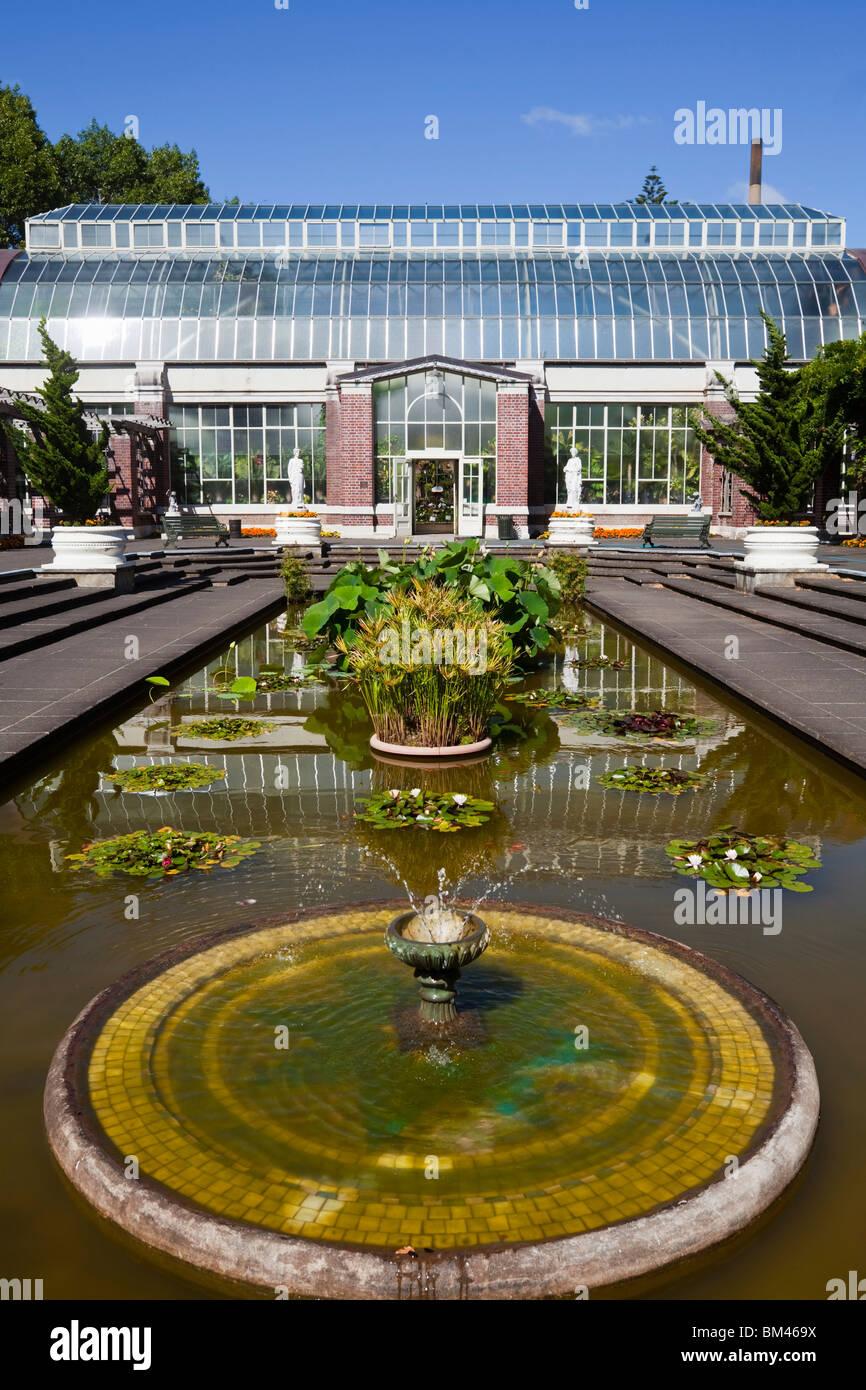 Wintergarten-Hof und Glashaus in The Domain. Auckland, Nordinsel, Neuseeland Stockbild