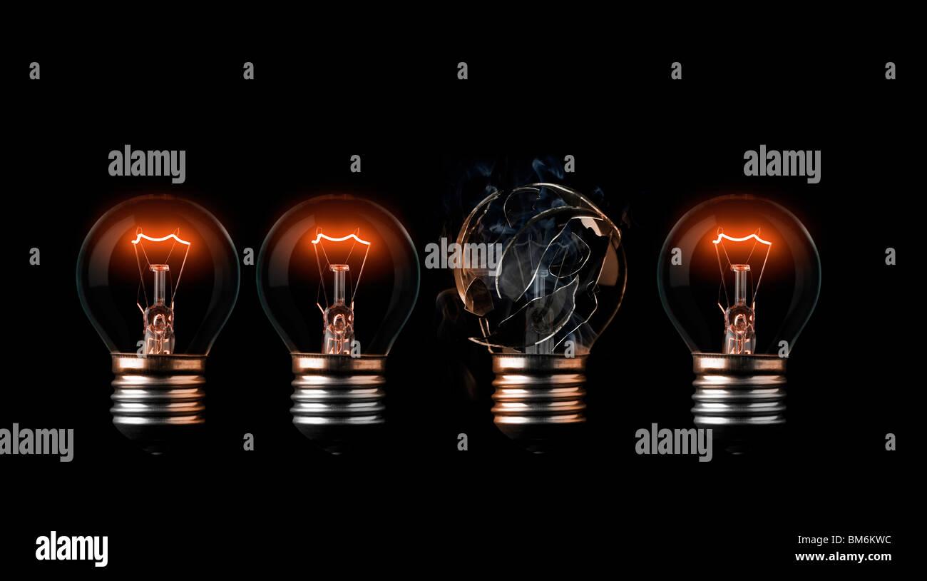 Ein Burn-out Glühbirne in einer Reihe von guten Stockbild