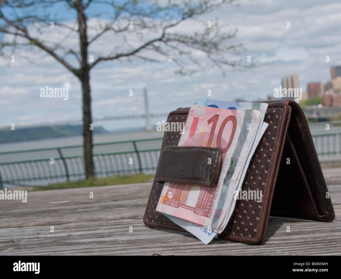 verlorene Brieftasche mit George Washington Bridge New York City im Hintergrund Stockbild