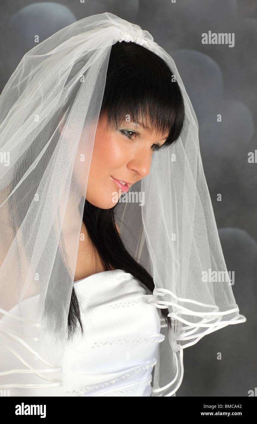 Porträt eines jungen Elektrobetriebe Braut im Hochzeitskleid Stockfoto