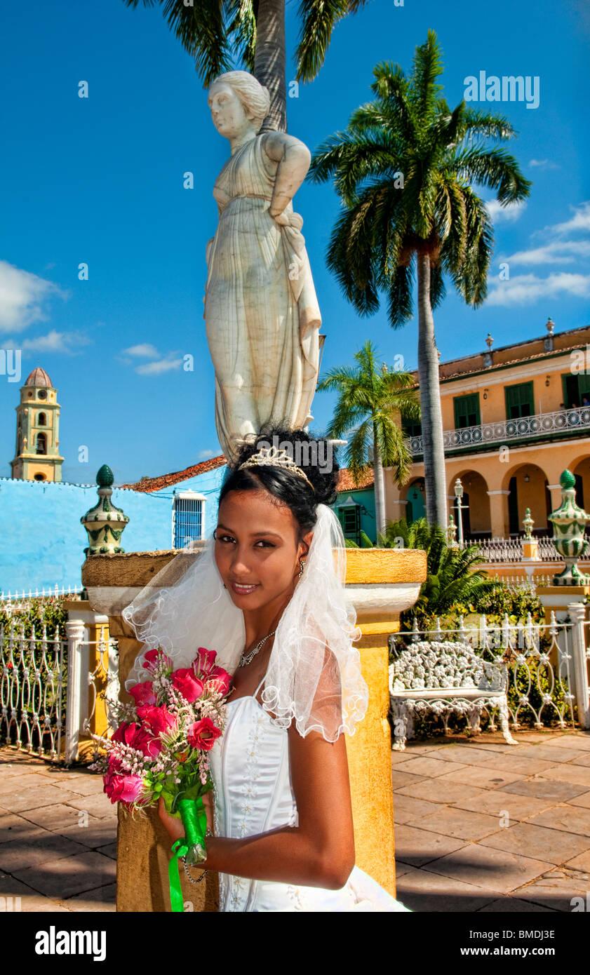 Junge Braut Hochzeit im Park in Trinidad Kuba Stockfoto, Bild ...