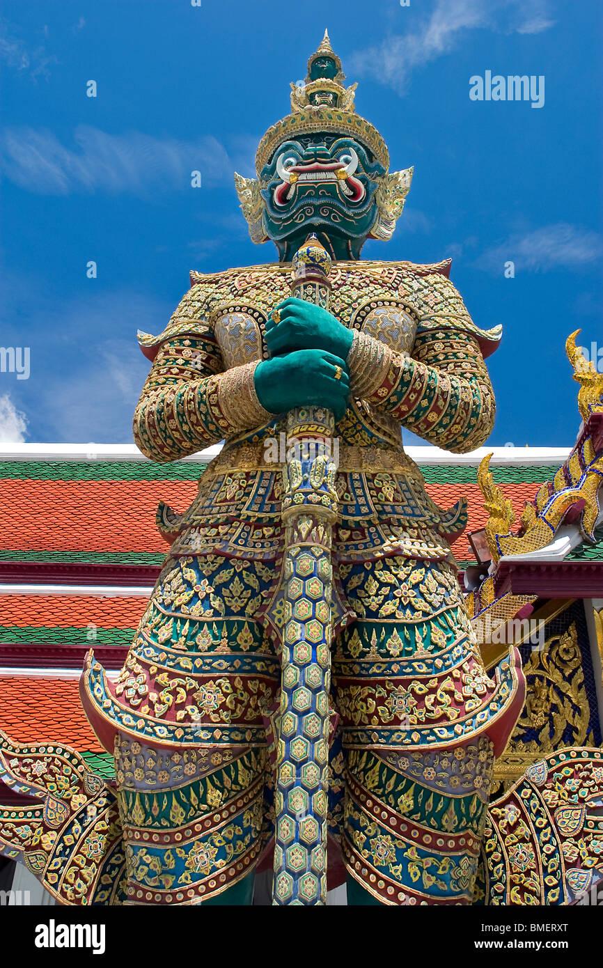 Thotkhirithon, riesige Dämon (Yaksha) Bewachung einen Ausgang zum Grand Palace Stockbild