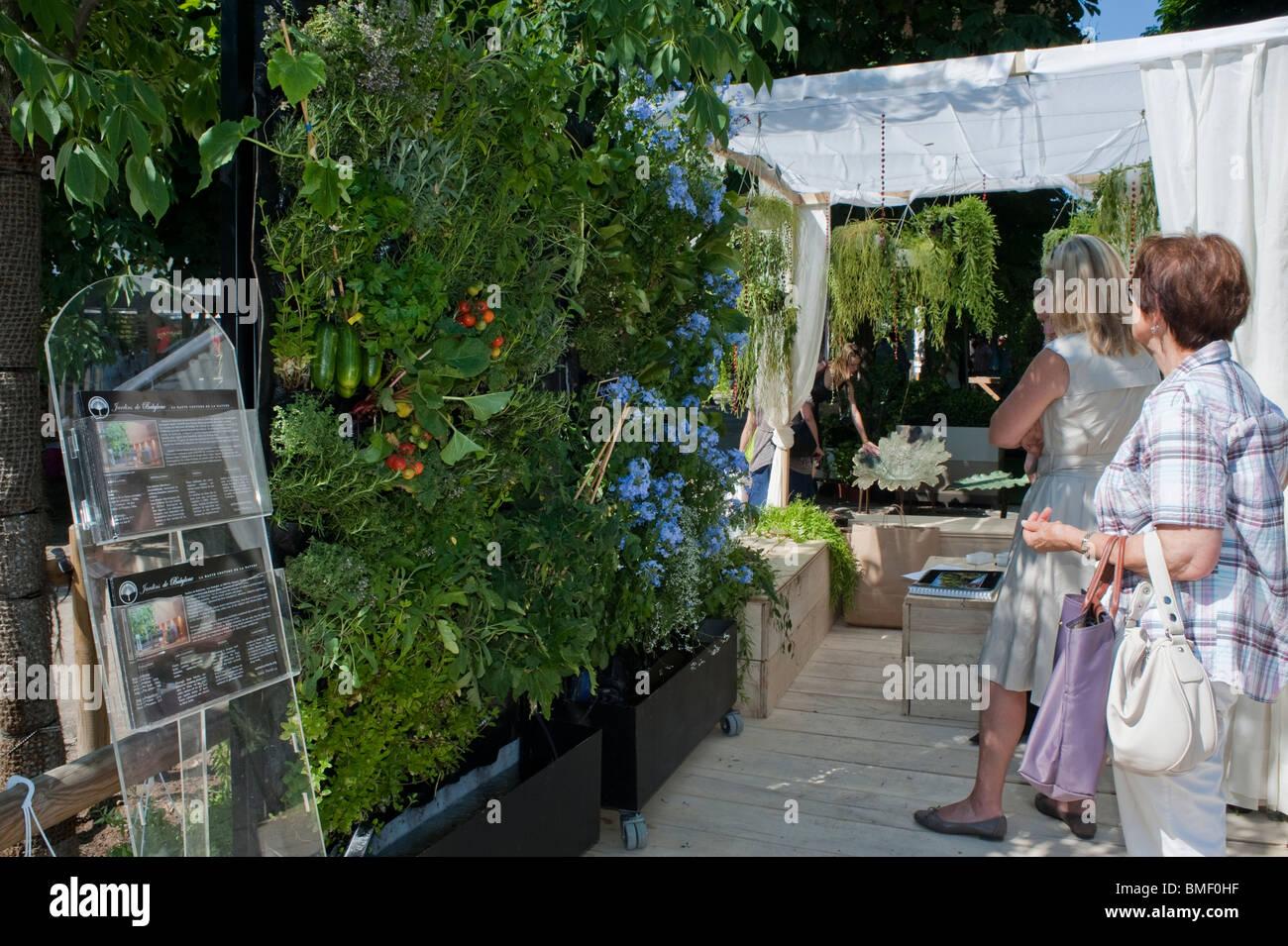 Frau im Garten, Paris, Frankreich, Garden Festival, Jardin des ...