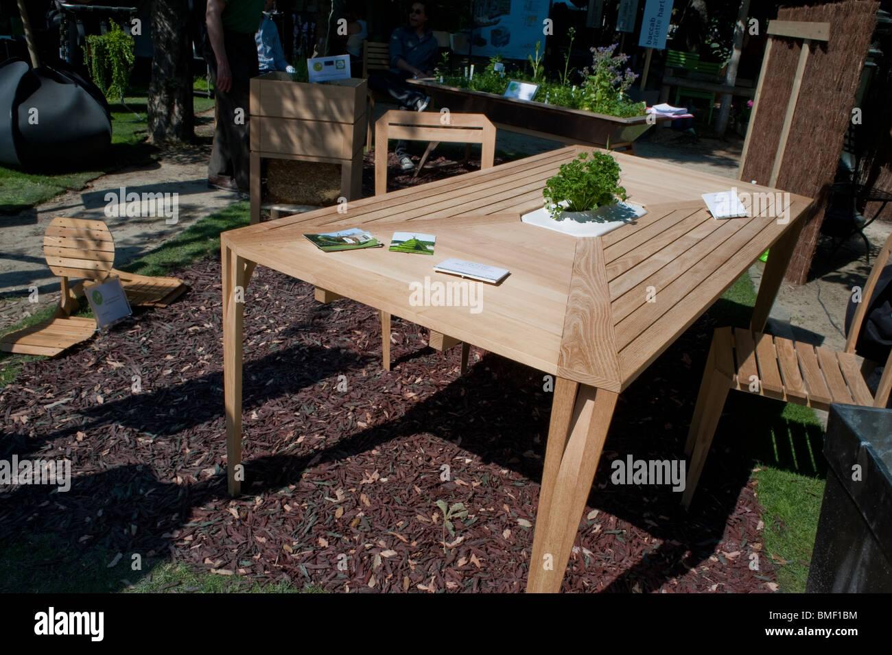 Wooden Garden Furniture Table Chairs Stockfotos Wooden Garden