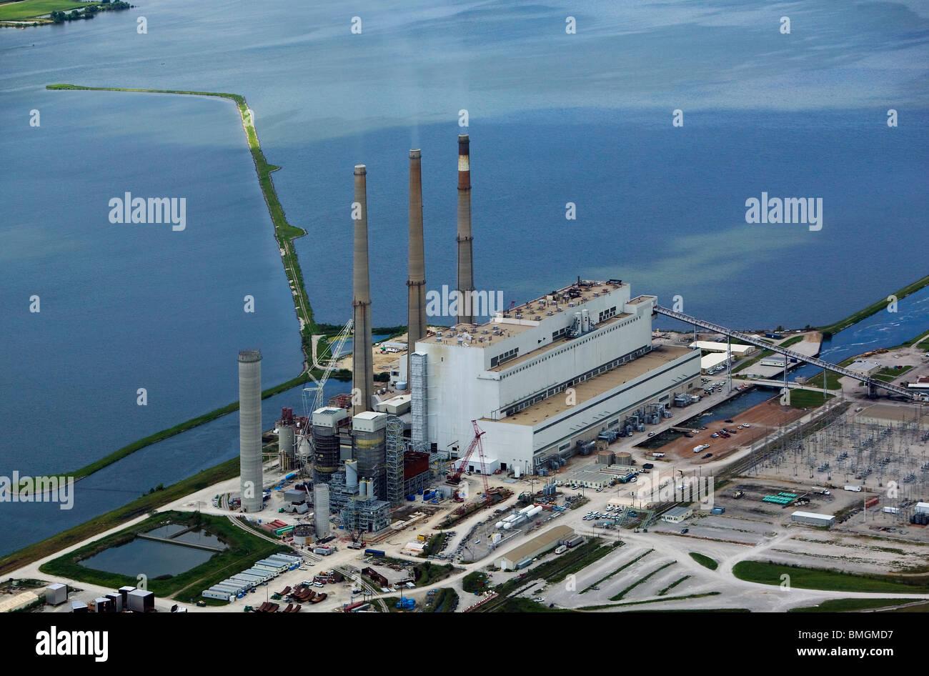 Luftaufnahme über Kohle gefeuert Elektrizitätswerk Mississippi River western Illinois Stockbild