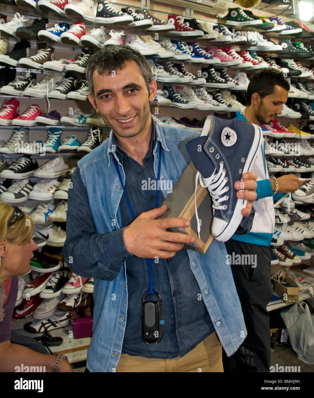 0c81f65e9ffdb6 Istanbul Grand Bazaar Türkei Kapali Carsi Kapal cars  Schuhe Schuh shop  klandestine illegale All