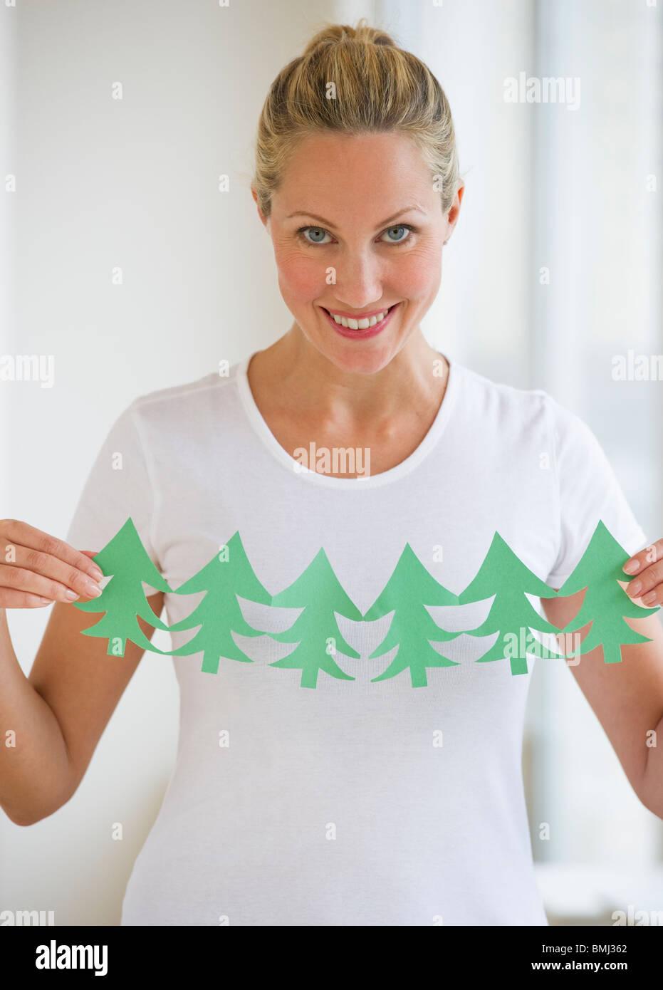 Frau, Schneiden von Bäumen Stockbild