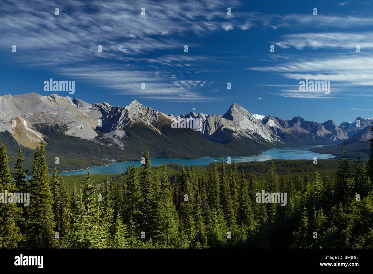 Maligne Lake von kahlen Hügeln, Jasper Nationalpark, Alberta, Kanada Stockbild