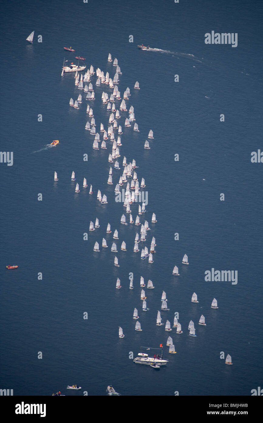 Ansicht von Segelbooten in erhöhten Meerblick Stockbild