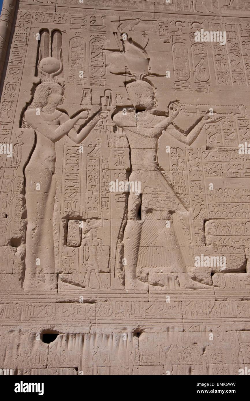 Reliefs Von Kleopatra Vii Und Ihr Sohn Von Julius Caesar Caesario