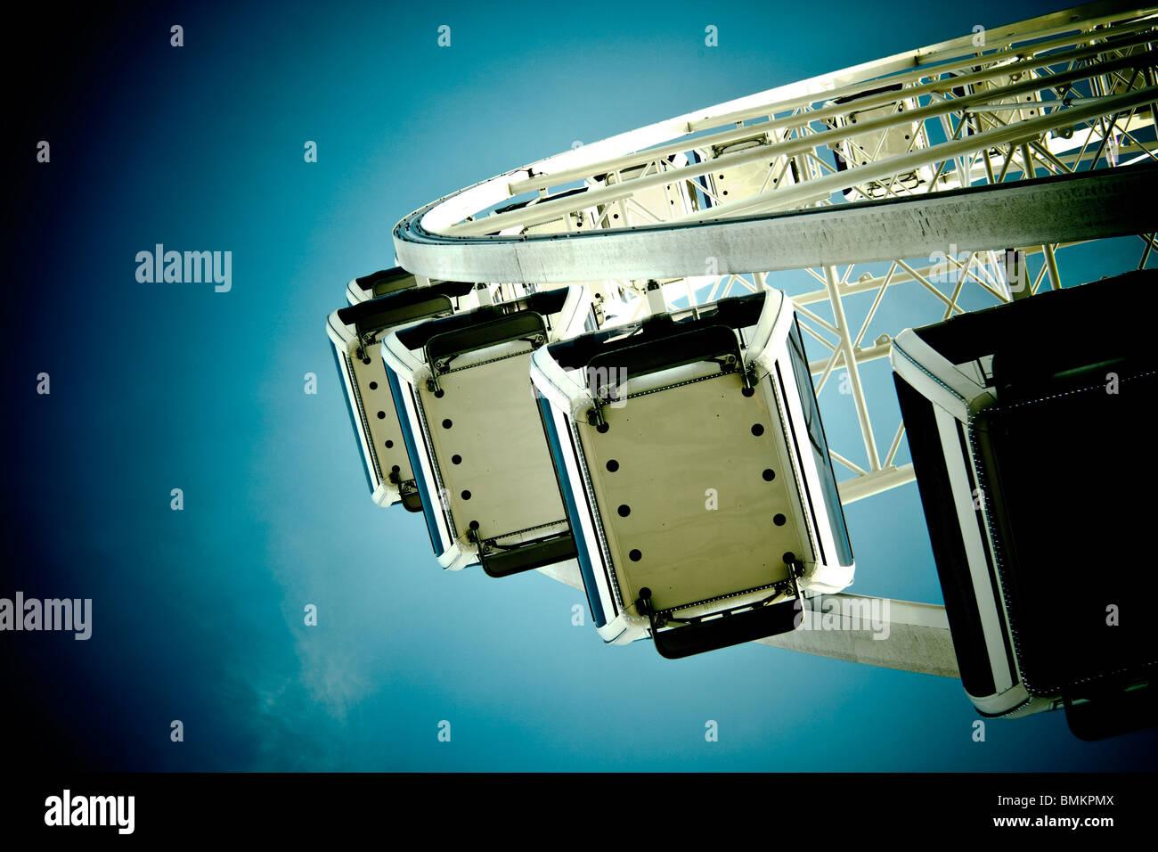 Riesenrad Kabinen auf Himmelshintergrund. getönten Bild Stockbild