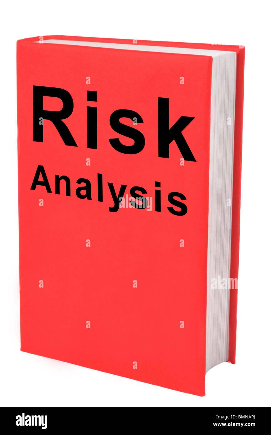 Buchen Sie mit Worten Risikoanalyse auf rotem Einband. Stockbild
