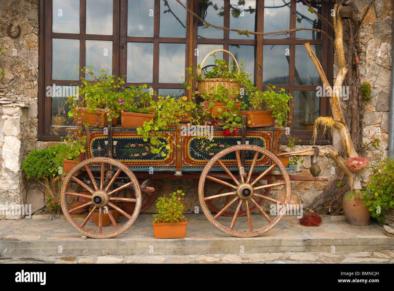 plants outside restaurant stockfotos plants outside restaurant bilder alamy. Black Bedroom Furniture Sets. Home Design Ideas