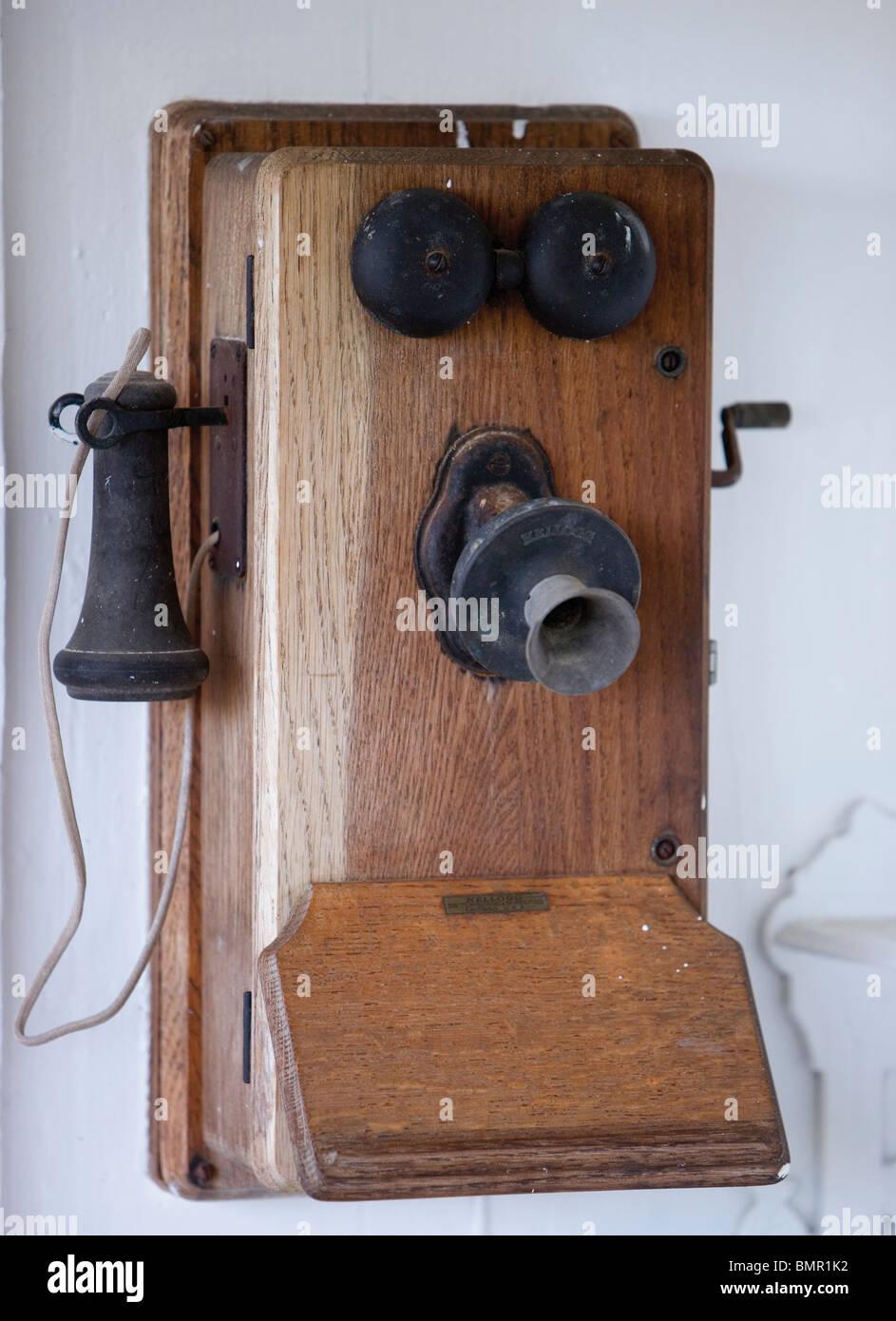 Hypermoderne Alten Kurbel Telefon auf der Ranch in Hawaii Stockfoto, Bild NE-08