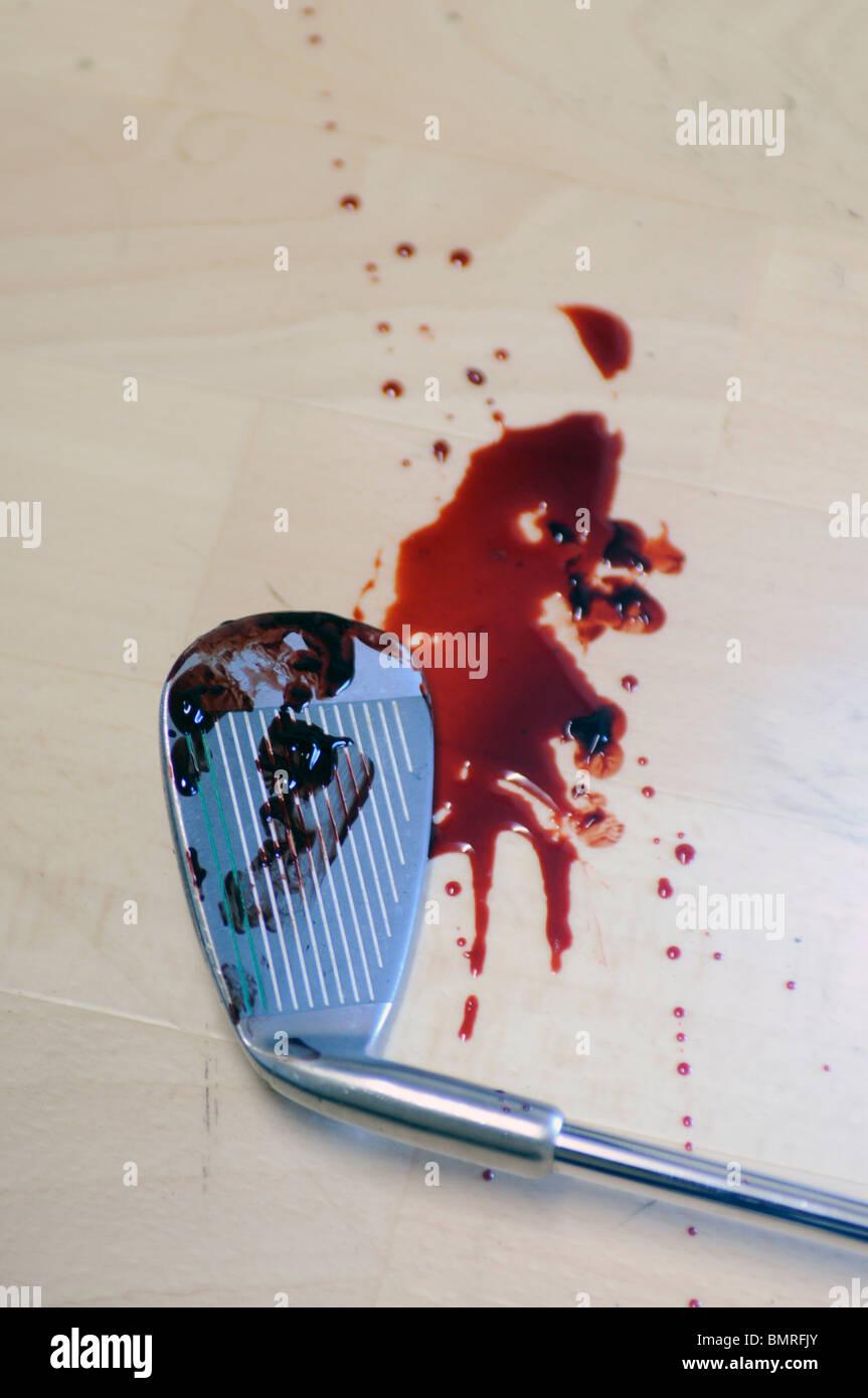 ein Golf Club mit Blut und Haare drauf, verwendet in einer Gewalttat Stockbild
