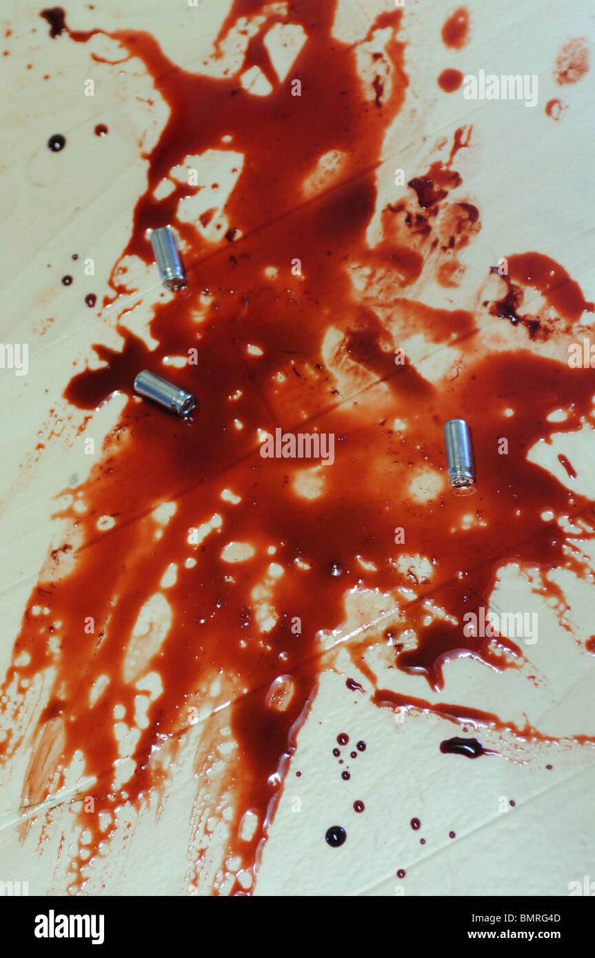 Golf Club Tatwaffe, Tatort mit einem Golf Club in einem Pool von Blut Stockbild